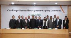 قيادات شركة الأهلي كابيتال والغرير وموربان الإماراتية خلال توقيع العقد