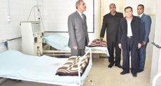محافظ أسيوط يتفقد وحدة الغسيل الكلوي بمستشفي أبوتيج