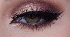 """مكياج عيون """"مط"""""""