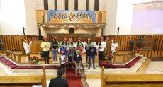 احتفل المئات من أقباط الكنيسة الأسقفية