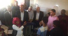 رئيس جامعة الزقازيق يطالب أطباء حلايب بصرف الأدوية الناقصة للأهالي