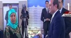 الرئيس يسلم مواطنة عقد وحدة سكنية