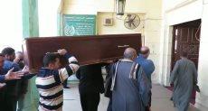 جانب من وصول جثمان كاميليا السادات لمسجد المصطفى بصلاح سالم