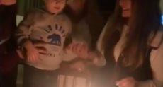 ليلى علوى أثناء الاحتفال بعيد ميلادها وسط العائلة