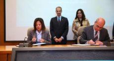 الوزير يشهد توقيع بروتوكول التعاون