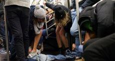 ركاب مترو نيويورك يحتفلون باليوم العالمى لخلع السروال