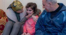 أسماء الأسد تزور أسرة الجريح محمود شريف حسن