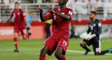 المعز على لاعب منتخب قطر