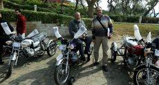 توزيع دراجات بخارية مجهزة لذوى الإعاقة