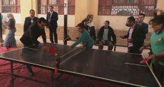 وزير الشباب يلعب تنس طاولة