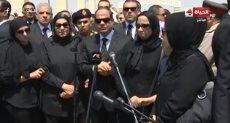 الرئيس عبد الفتاح السيسى مع أسر الشهداء