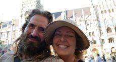 الزوجان أثناء رحلتهما