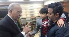 وزير العدل مع الطفل محمد إيهاب سماحة
