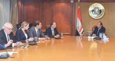 وزير التجارة والصناعة خلال الاجتماع