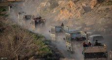قافلة شاحنات تقل مدنيين