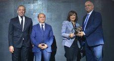 تكريم الدكتورة منال حسين الرئيس التنفيذي لشركة اوراسكوم للتنمية مصر