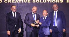 حازم متولي يتسلم جائزة اتصالات مصر