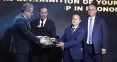 تكريم المهندس عمرو نصار وزير الصناعة