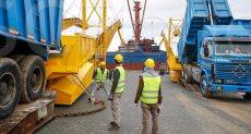 اول سفينة بضائع بالأرصفة الجديدة بميناء شرق بورسعيد