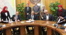 وزيرا قطاع الاعمال العام والقوى العاملة يشهدان التوقيع