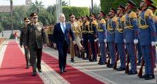 وزير الدفاع مع نظيره اليوناني