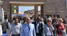 محافظ أسوان يتفقد أعمال التطوير