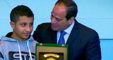 الرئيس السيسي مع أبناء الشهداء