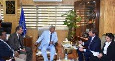 جانب من لقاء اللواء أحمد إبراهيم محافظ أسوان ويورجن ريجتيريك النائب الأول لرئيس البنك الأوربى
