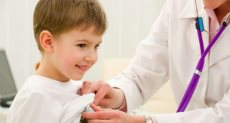 الكشف علي الاطفال