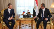 وزير االتصالات المصري مع نظيره الروسي