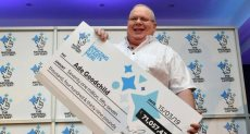 عامل فاز بجائزة يانصيب بعد عمله 24 عاما