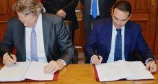 جانب من توقيع البروتوكول