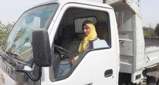 نشوى شعبان الزهري تقود السيارة النقل