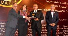 رئيس هيئة تنمية الصادرات يتسلم الجائزة