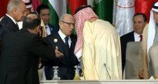 الملك سلمان يسلم السبسي رئاسة القمة العربية