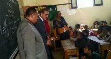 محافظ أسيوط يتفقد مدرسة جزيرة الواسطي الإبتدائية