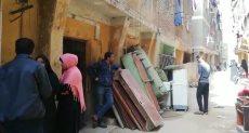 إخلاء 11 أسرة بالخليفة بسبب تصدع عقارين