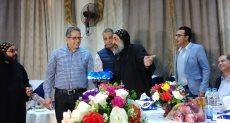 أمين الدير الأحمر يهدى وزير الآثار المصحف الشريف