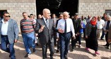 الدكتور عاصم الجزار وزير الإسكان خلال الجولة - أرشيفية