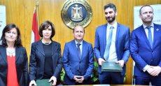 عمرو نصار وزير التجارة والصناعة خلال توقيع الاتفاقية