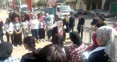 السيدات أمام مدرسة شبرا