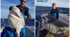 الصياد يحلم بصيد سمكة القرش