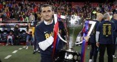فالفيردى مدرب برشلونة يحمل لقب الدورى الأسبانى