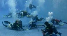 مباراة للهوكى تحت الماء