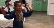 طفل أفغانى يرقص