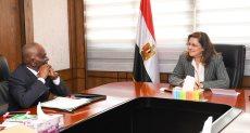 وزيرة التخطيط تلتقي سكرتير عام الرابطة الأفريقية للإدارة العامة والتنظيم