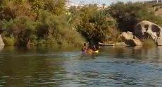 الأطفال يسبحون فى النيل