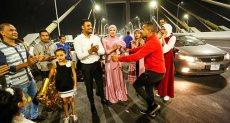 أول عريس وعروسة علي كوبري تحيا مصر