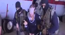 الإرهابي هشام عشماوي لحظة القبض عليه