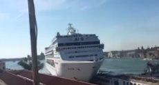 اصطدام سفينة بقارب سياحي فى ايطاليا
